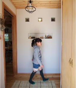 玄関の壁はクロスではなく塗り壁仕様