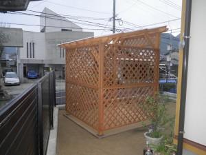 舗装の縁取りは、世界最高の耐朽性ウリンを使用しております。